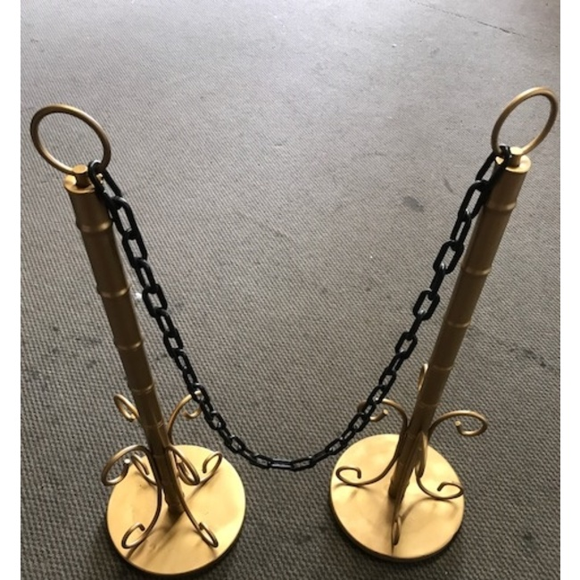 GOLD STANCHION W/BLACK CHAIN