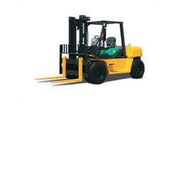 Komatsu FD70 Forklift, 14,000 lb cap