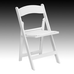 RESIN WHITE FOLDING CHAIRS