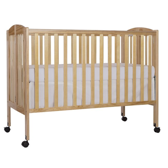 Full Size Crib with Linens (natural)